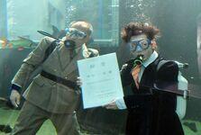 スーツ姿で水中入社式 大田原のなかがわ…