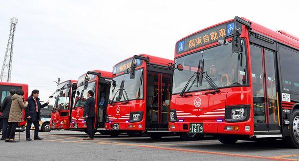 赤と黒に、7角形マーク 関東自動車が新デザインのバス披露【動画 ...