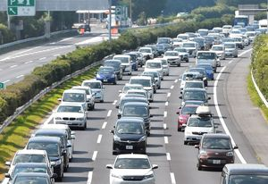 栃木県内東北道で渋滞32キロ 帰省ラッシュ、11日ピークに|社会|下野 ...