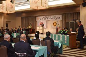 修学資金給付制度の創設などが発表された記念式典